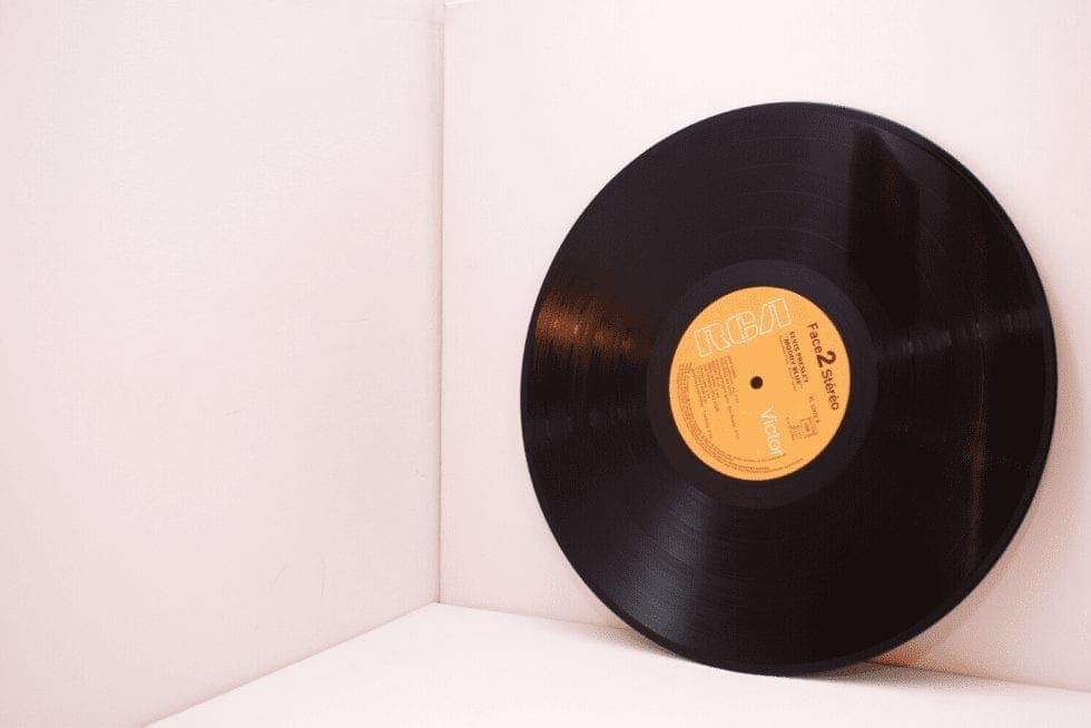 Em plena era digital, os discos de vinil surpreendem e voltam a fazer parte das nossas vidas
